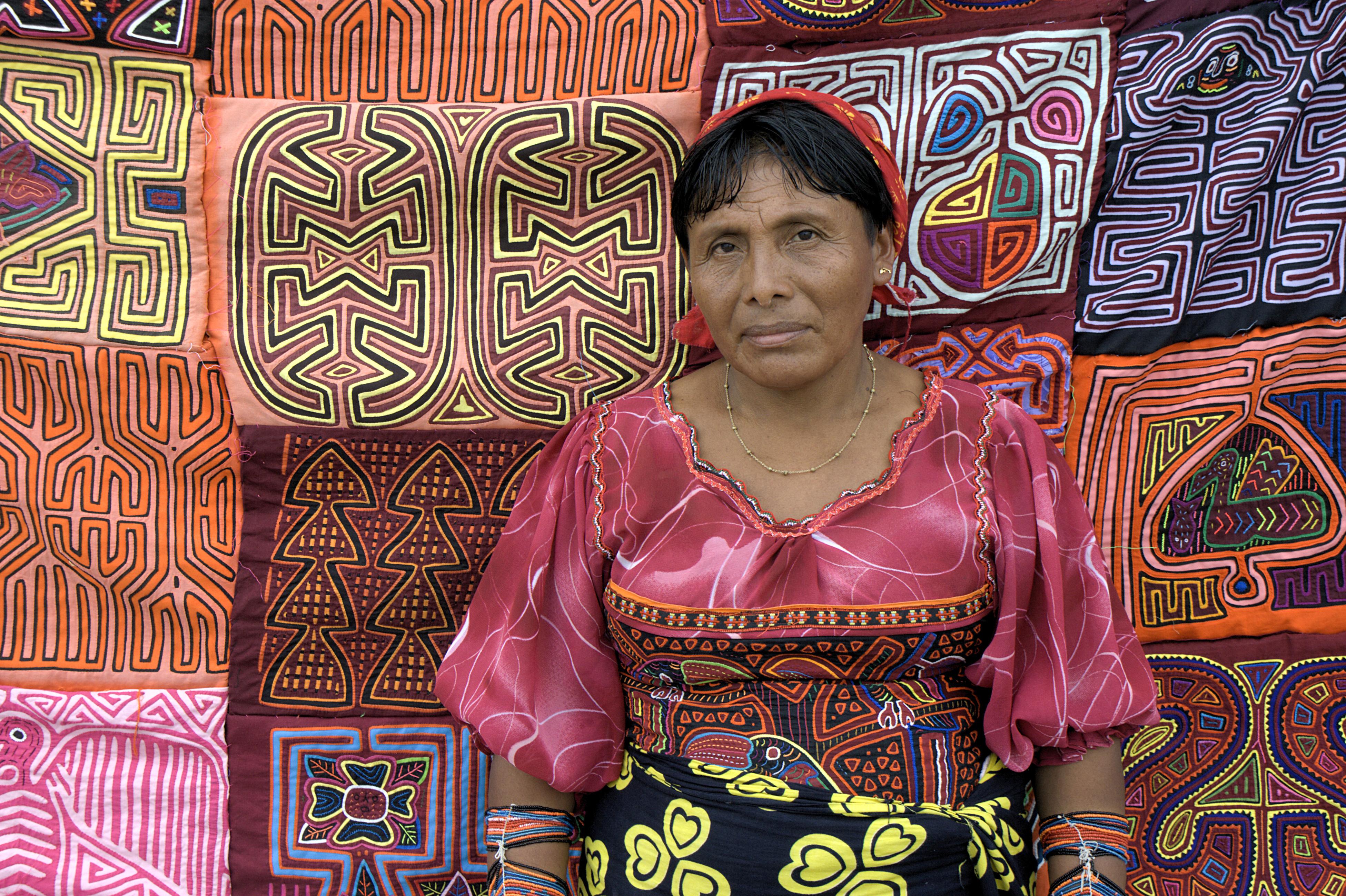 Indianka Kuna sprzedająca Mole